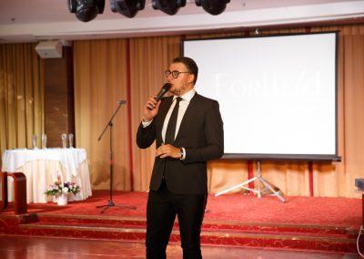 Денис Чудаев ведущий юбилея компании Forleed — Санкт-Петербург