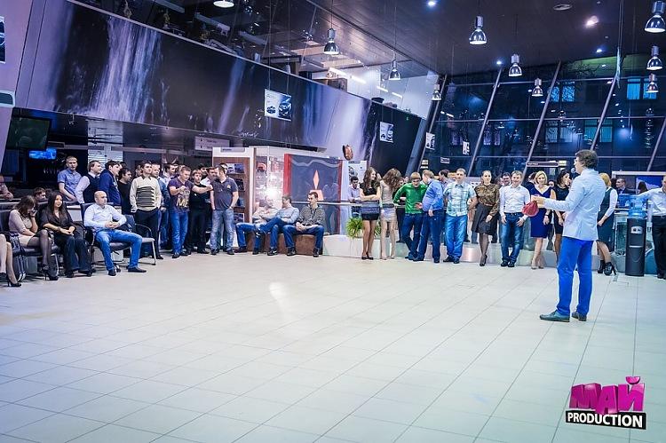 Денис Чудаев ведущий корпоративного праздника компании ROLF